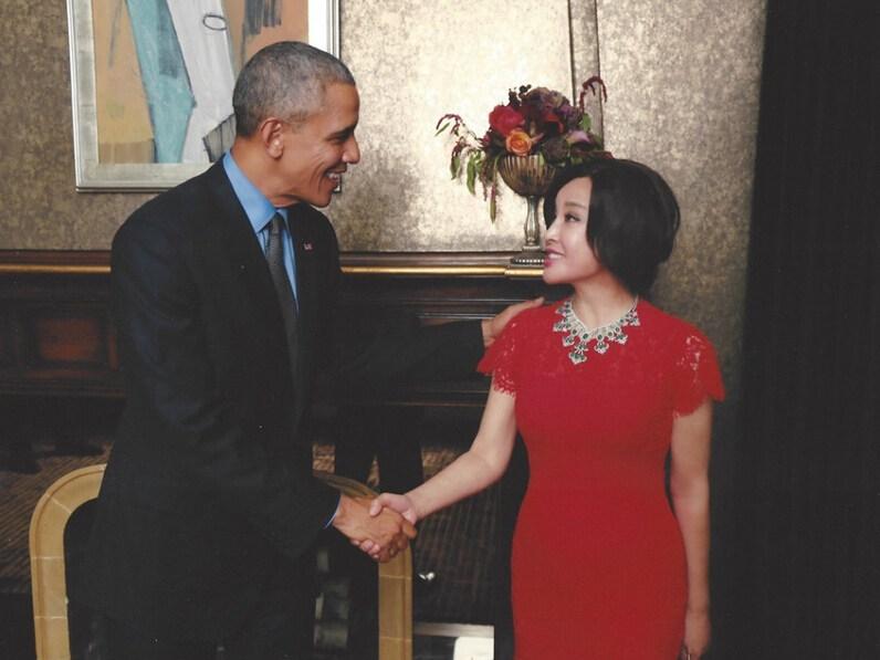 刘晓庆不简单:和奥巴马合影照炸锅 - 纽约文摘 - 纽约文摘