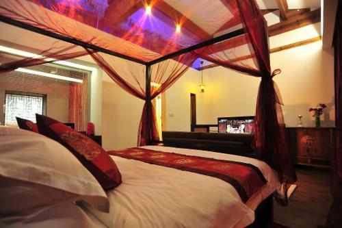 茶室雅间可加床变为小卧室.二层卫生间带有贵妃浴缸.