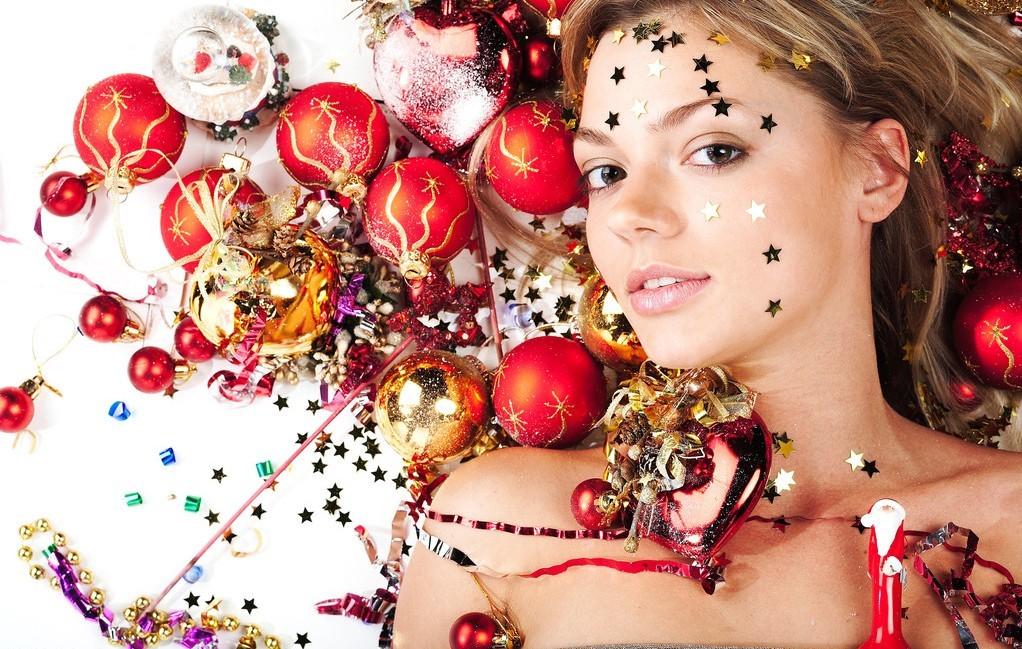 总有一群穿着圣诞装的美女们活跃着,有性感迷人的她们,有俏皮可爱的