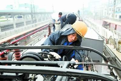 """机务段""""称号;1997年相继获得""""郑州铁路局安全基础建设先进单位""""和""""双"""