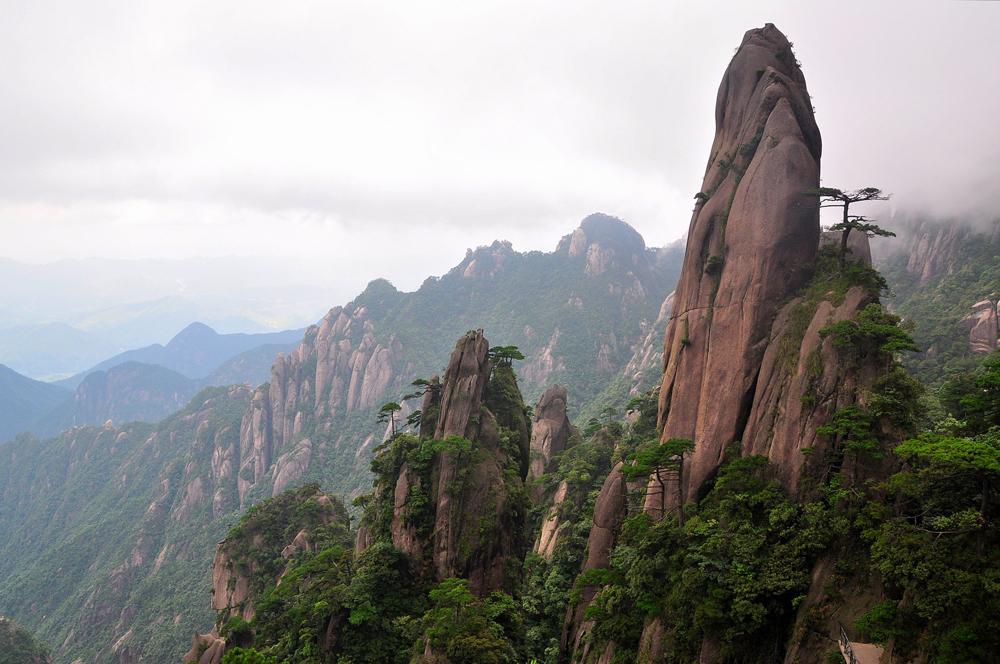 桂林的山真险啊,危峰兀立,怪石嶙峋,好像一不小图片
