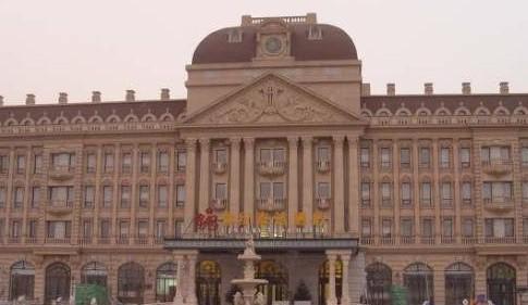 是一家欧式建筑风格的高档酒店