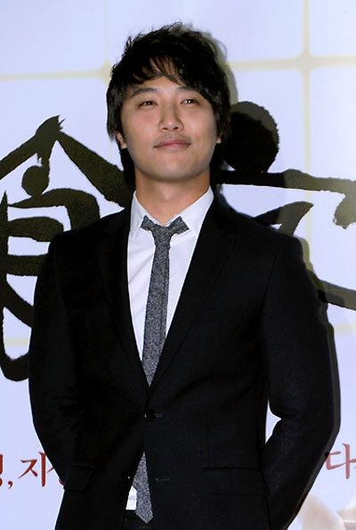 陈久最早通过在剧集《洛城生死恋》中饰演