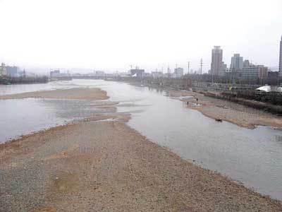 大楼设计和河床应该保持的距离