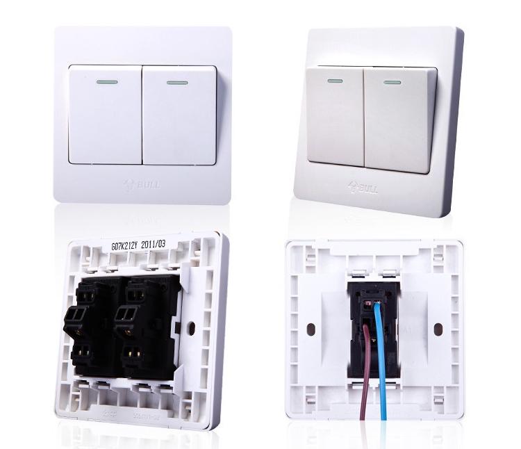 双控开关中的两端接双电源,一端接灯具,即一个开关控制一个灯具.