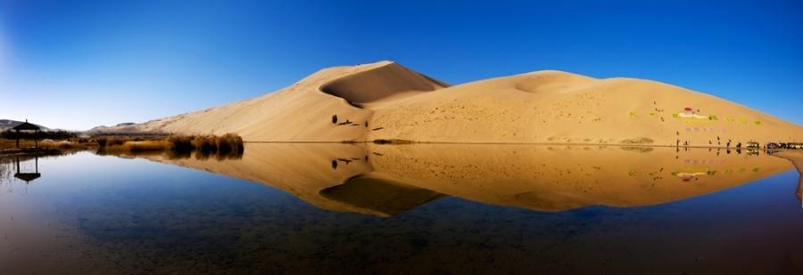 动物,植物资源与大量的硅,铝,铁,钙等矿物资源使巴丹吉林沙漠不是什么